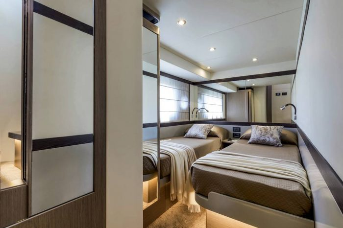 29-Absolute-Navetta48-Central-Cabin
